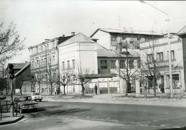 "View of Riga Street. Behind Riia 33 (with a label ""Pudukaubad""), Riga 35, Riga 37. Tartu, 1970-1980."