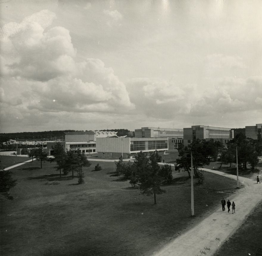 The main building of Tallinn University of Technology, a distance view of the study corps, in front of the library team. Architects Uno Tölpus, Henno Sepmann, Olga Kontšajeva
