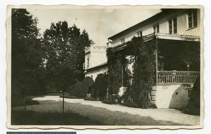 Photo postcard, Fassade of the main building of Heimtali Manor (from the side)