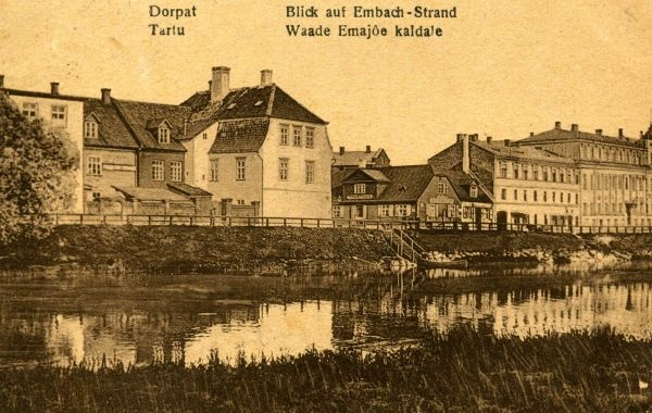 Shore t view: in the middle of Treffner Gymnasium, on the right hotel Bellevue. Tartu, 1921.