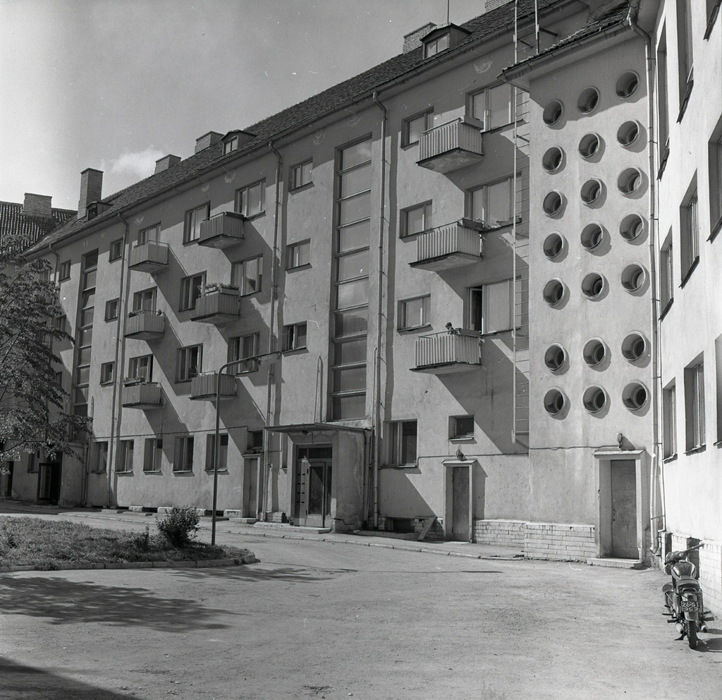Writer House in Tallinn, view of the courtyard. Architects August Volberg and Heili Volberg