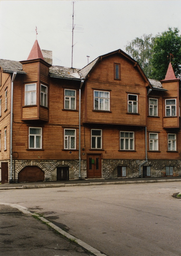Apartment building in Tallinn, Roo tn, view of the building. In Karl Jürgenson