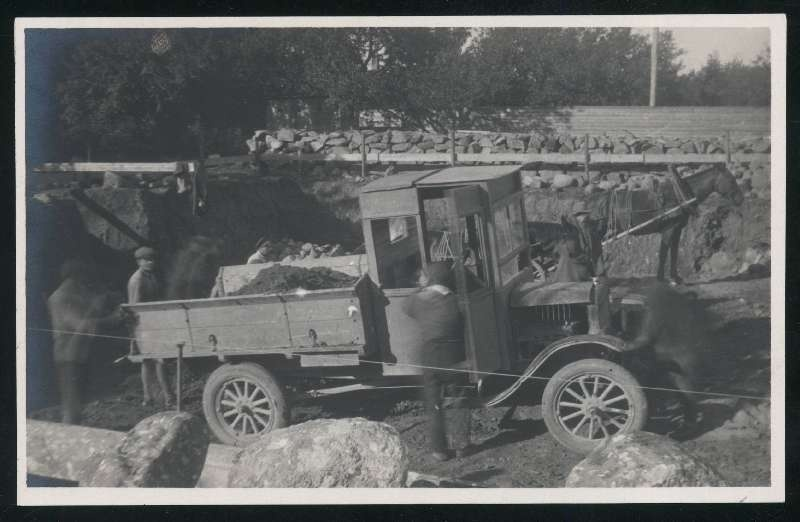 Photo postcard, construction of the building of the Viljandi Department of Eesti Pank, truck with Ford load