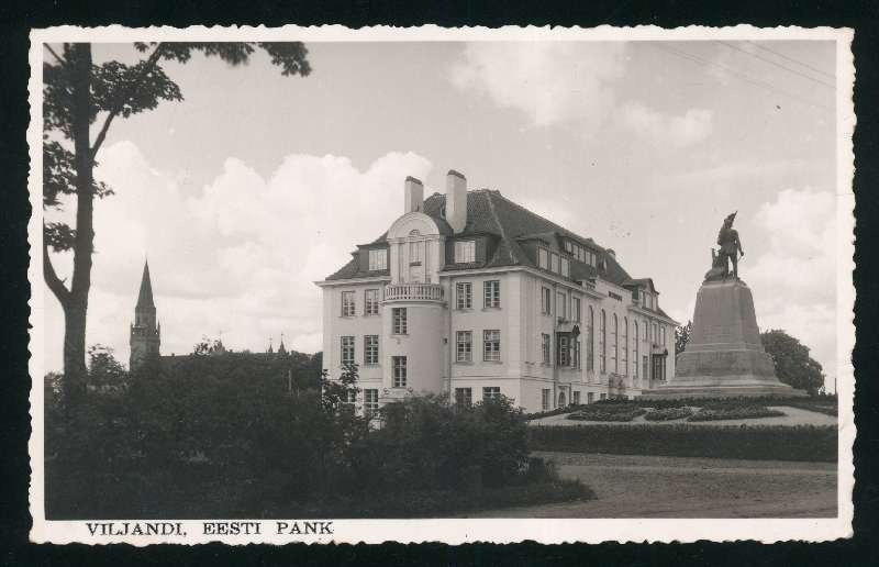 Photo postcard, Viljandi Department building of Eesti Pank and Viljandi monument for those who fell in the Estonian War of Independence