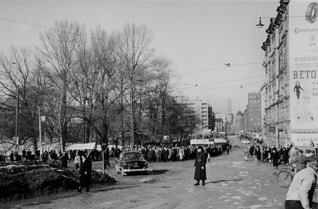 During the general strike, the remarks are made at the Unioninkatu 44 and 39-45.
