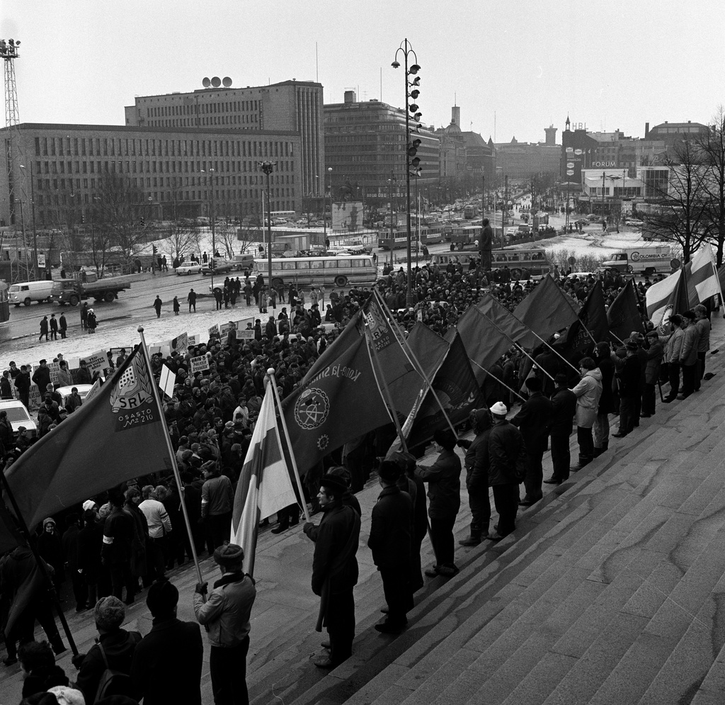 Demonstration during the metal strike at the stairs of the House of Representatives
