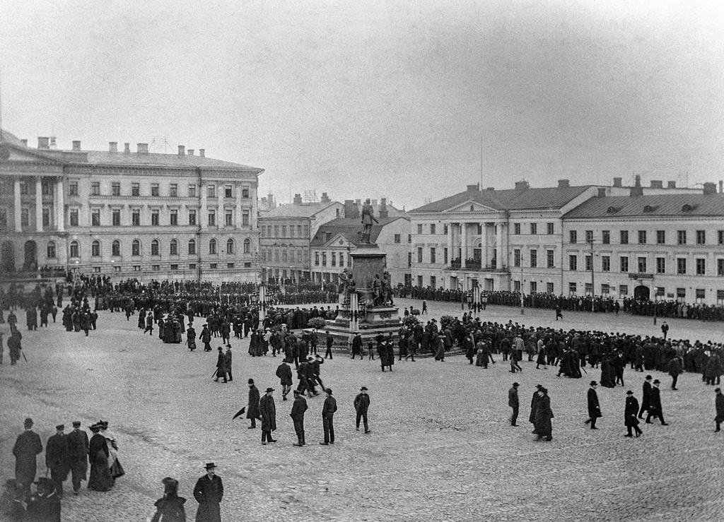 Big strike 30.10 - 6.11.1905: Square of the Red Card at the Senate.
