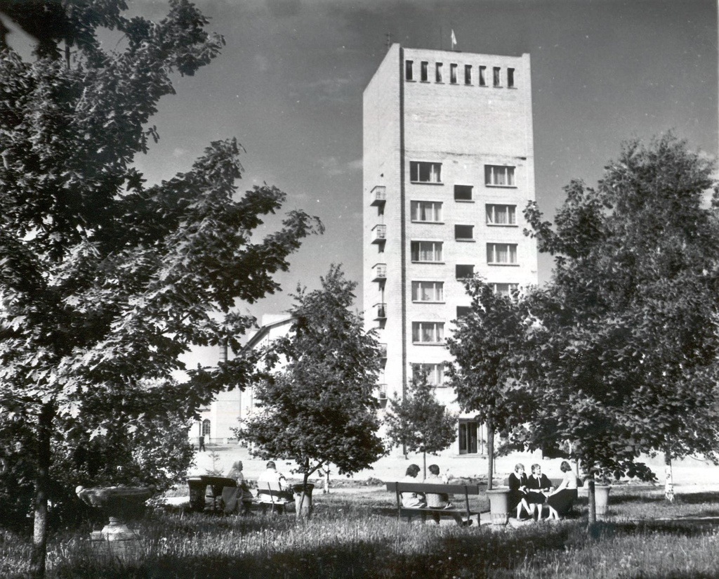 Photo. Houses in Võru Winning Square in 1966.