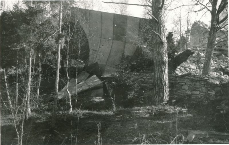 Photo. The tower of the Rooslepa Church (rested) after the spring storm of 1981, in Läänemaa. 21.04.1981. Photo: t. Kempi