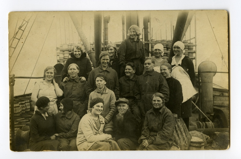 "Female members of the steam ship ""Eestirand"" crew"