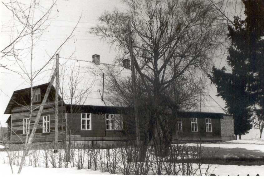 Photo. Navi schoolhouse in Võru k/n.