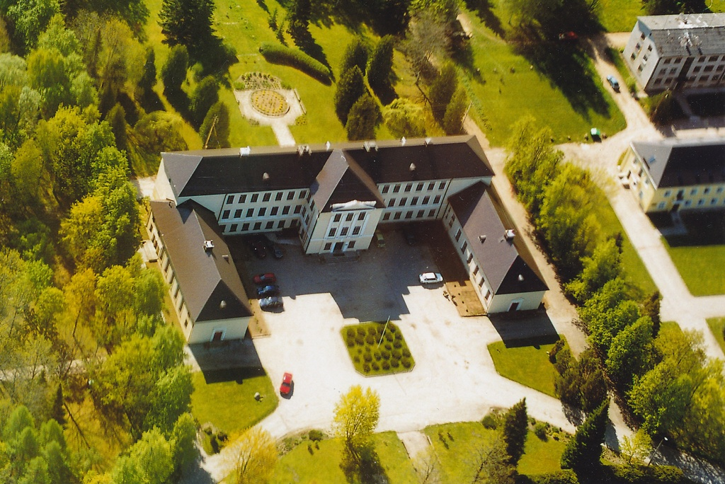 Photo View Väimela Professional Education Centre main building from a bird flight in 2002.