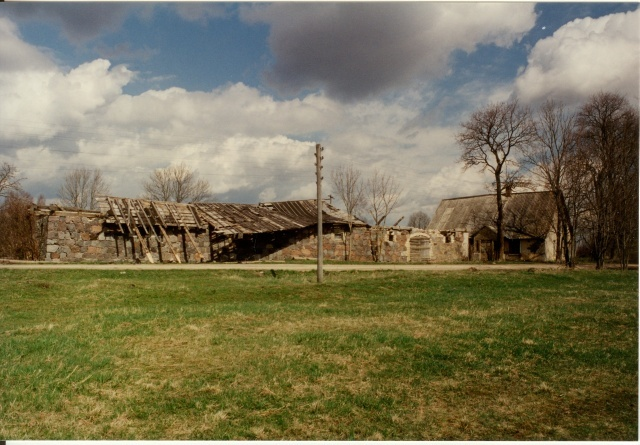 Color photo Kareda village view, Liuka farm buildings 1997
