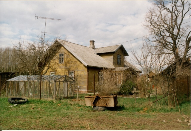 Colour photograph Kareda village view, New-Juhani farm residence 1997