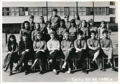 Group photo. Tartu 15. Secondary school students in 1986.  duplicate photo