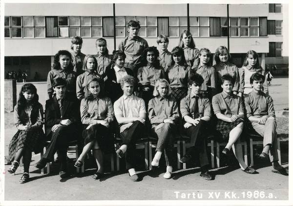 Group photo. Tartu 15. Secondary school students in 1986.