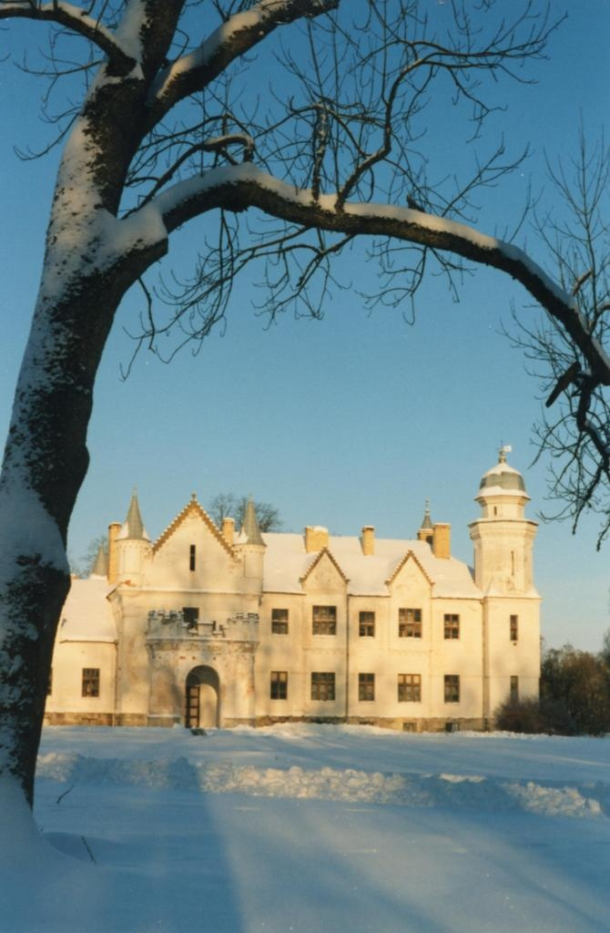 General view of Alatskivi Castle