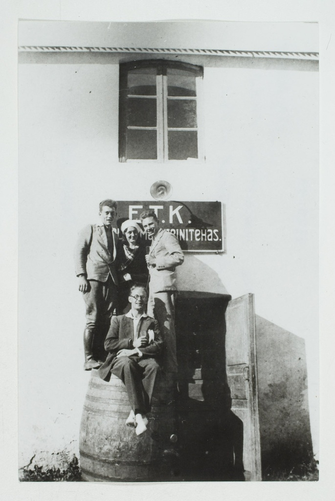 ETK Põltsamaa Wine Factory in 1932. On the left, Head of Arved Vilms.