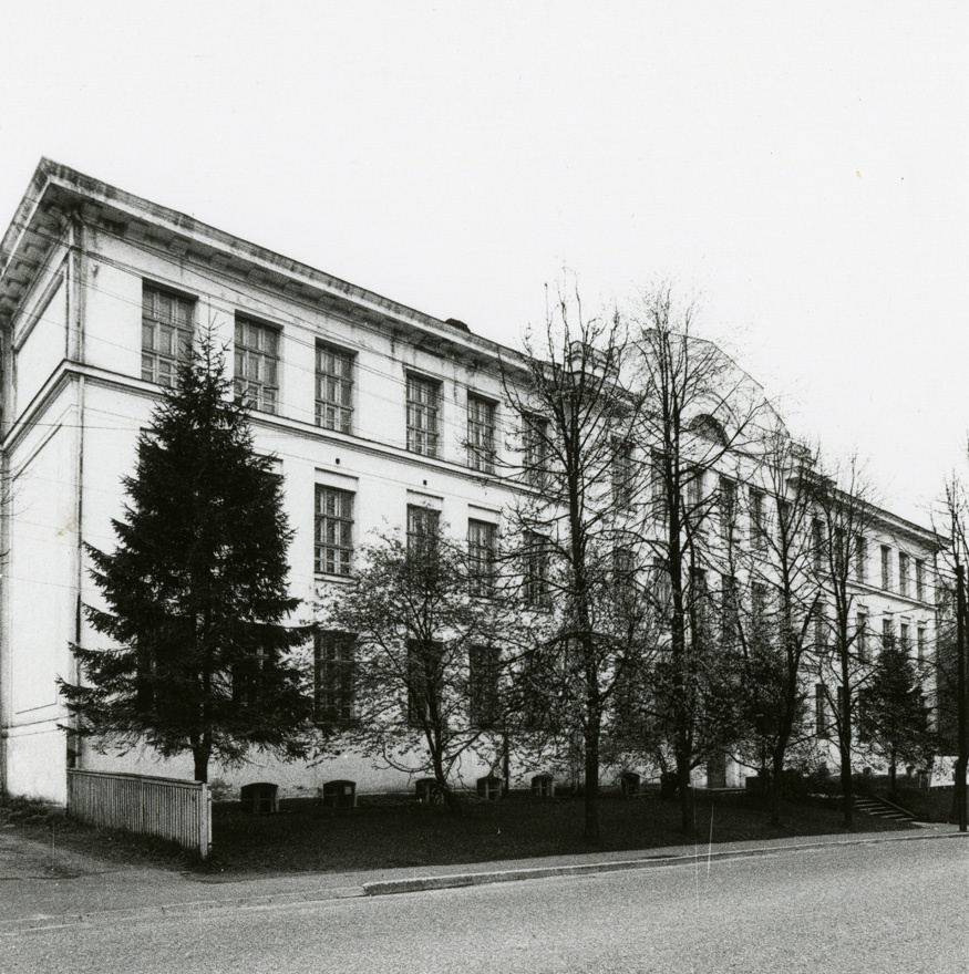 School building in Valga, view. Architect a. Kieselbasch; in Georg Hellat