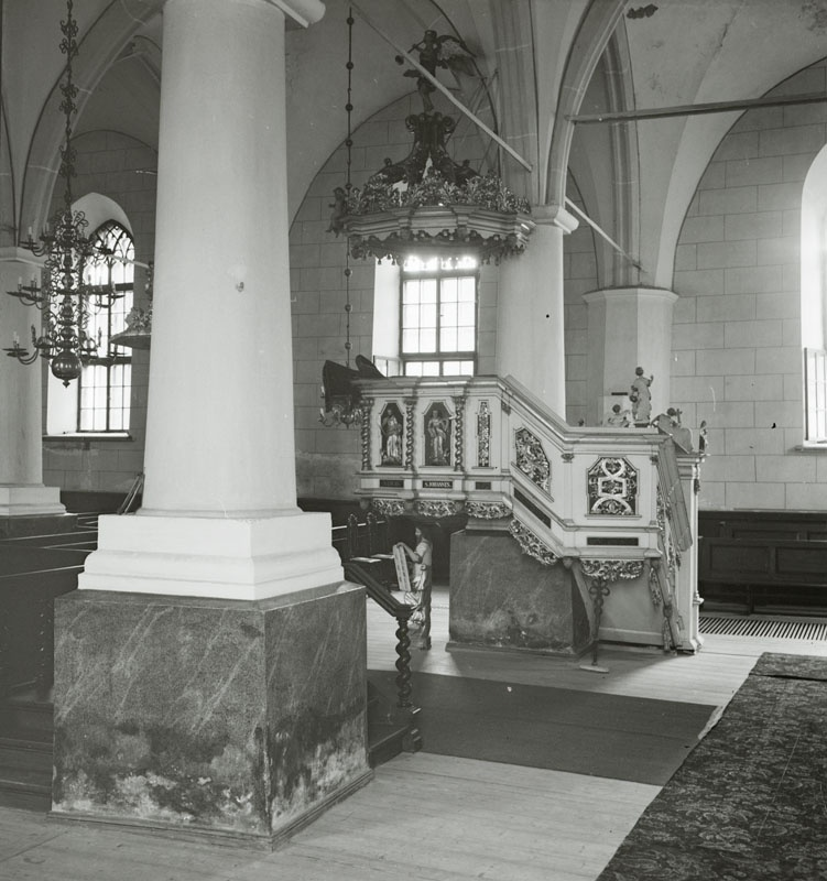 Indoor view of the church in Narva, Jaan