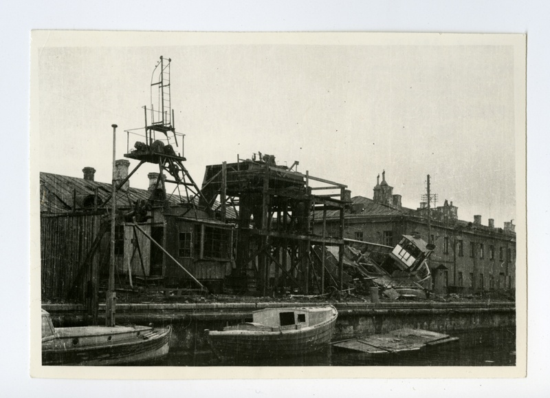 Destroyed Tallinn harbour, two motor boats near the kai, the helmet will be repaired with 3 tons of lifting power