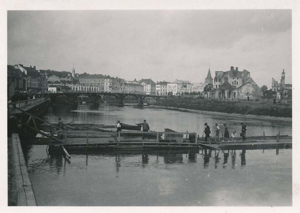 The city centre of Tartu during the German occupation. At the forefront of Emajõgi and parv. Ca 1942-1944.