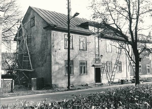 District of Karlova: Salme t 2a; repair works (tellings and redels at the house). Tartu, 1990.