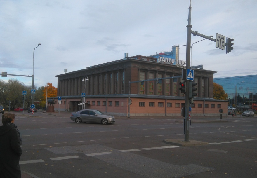 Tartu market building, front view. Architect Voldemar Tippel rephoto