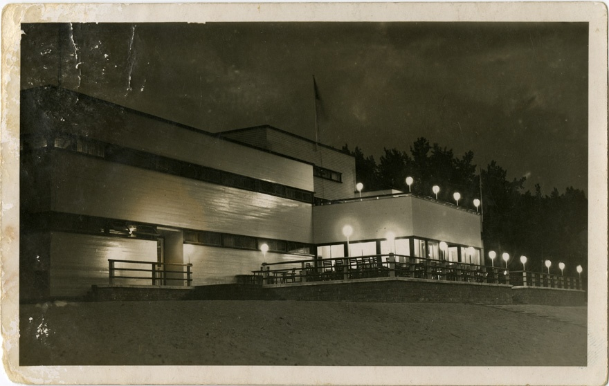 Narva-Jõesuu beach building, night view of the building. Architects Robert Ederma and Erich Otting