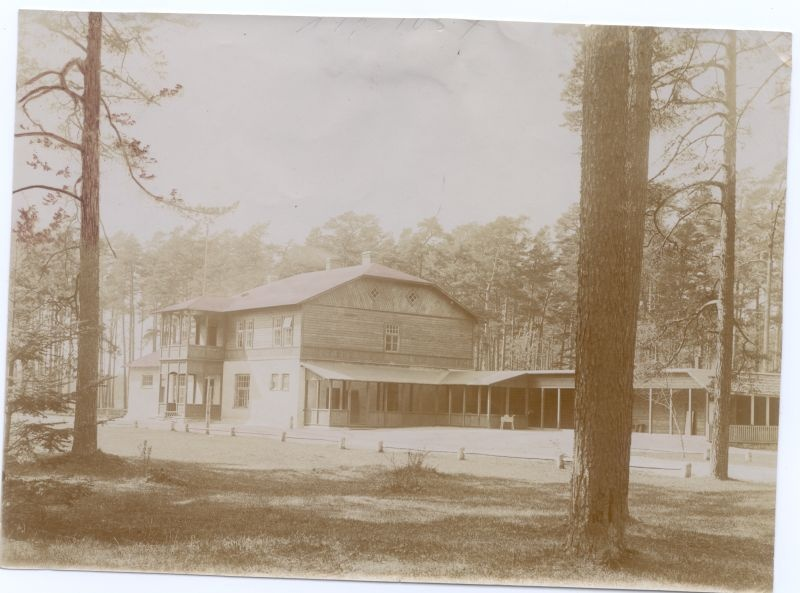 Photo. Paralepa gym building. Two-storey building with table bed. U 1910.