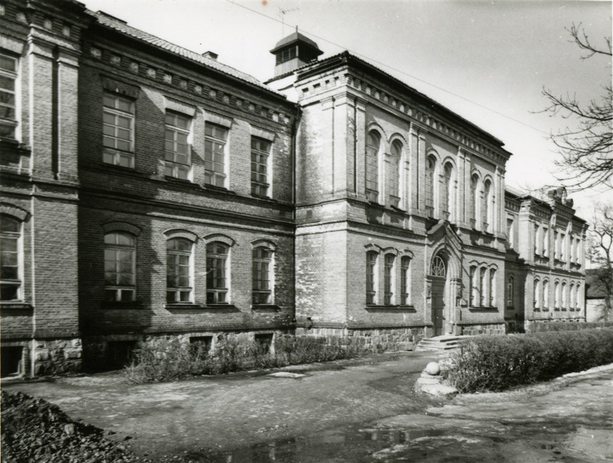 Livonia Country Gymnasium, facade view. Architect R. Häusermann