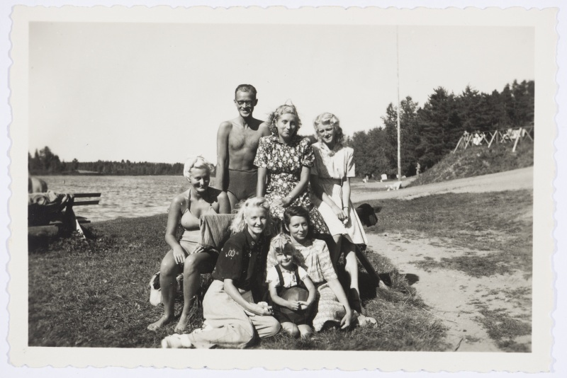 Company of summers by Lake Verevi, approx. 1948