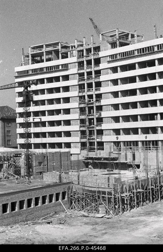 Construction works of the administrative building on the Lenin puystee. Author of the project architect Mart Port.