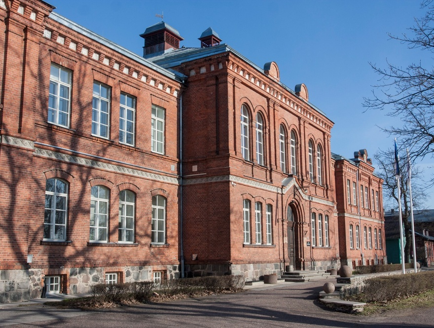 Livonia Country Gymnasium, facade view. Architect R. Häusermann rephoto