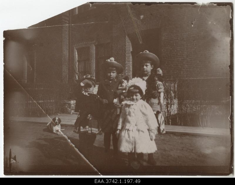 Family of Raehlmann's children in front of the home door