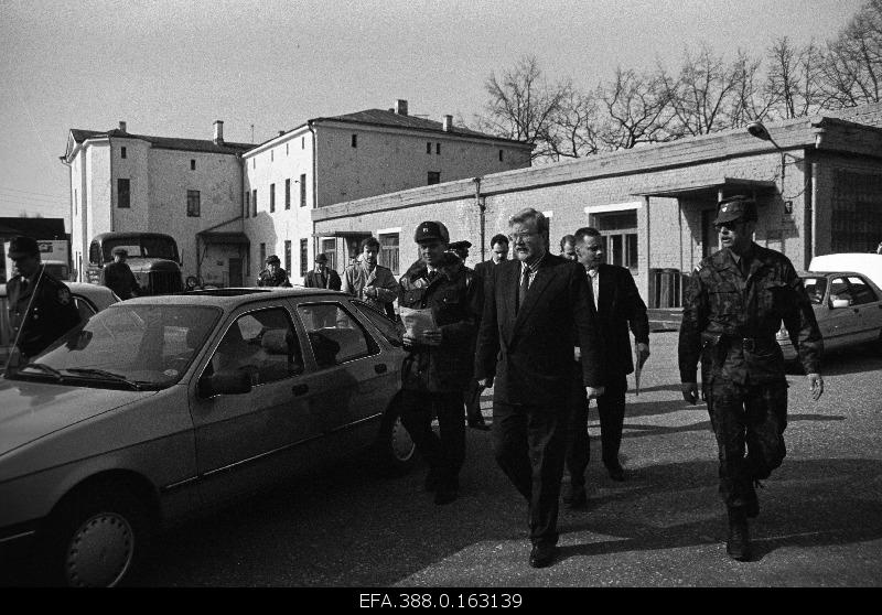 Prime Minister Mart Laar (in front) visited Viljandi during the former Soviet military army.