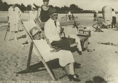 A. Kitzberg's wife is welcomed in Pärnu in the summer of 1927  duplicate photo