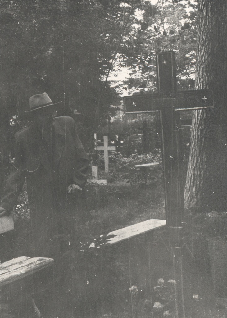FR. In Tuglas Jaan Suitsu hill at Võnnu cemetery in 1963.