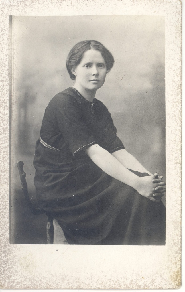 Lepp-Utuste, Marta as a young woman