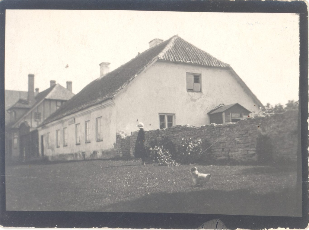Lihula (the elementary) school house, where m. J. Eisen studied.