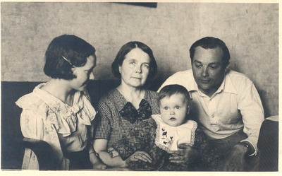 E. Enno's family after his death  duplicate photo