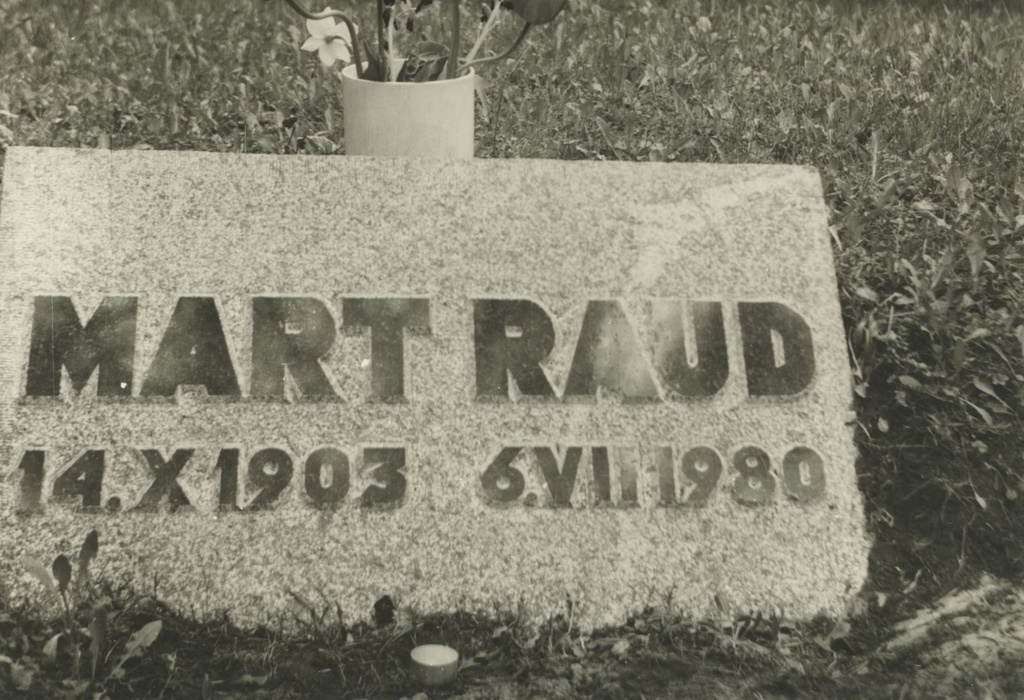 Mart Raud Grave in Tallinn on the Forest Hall