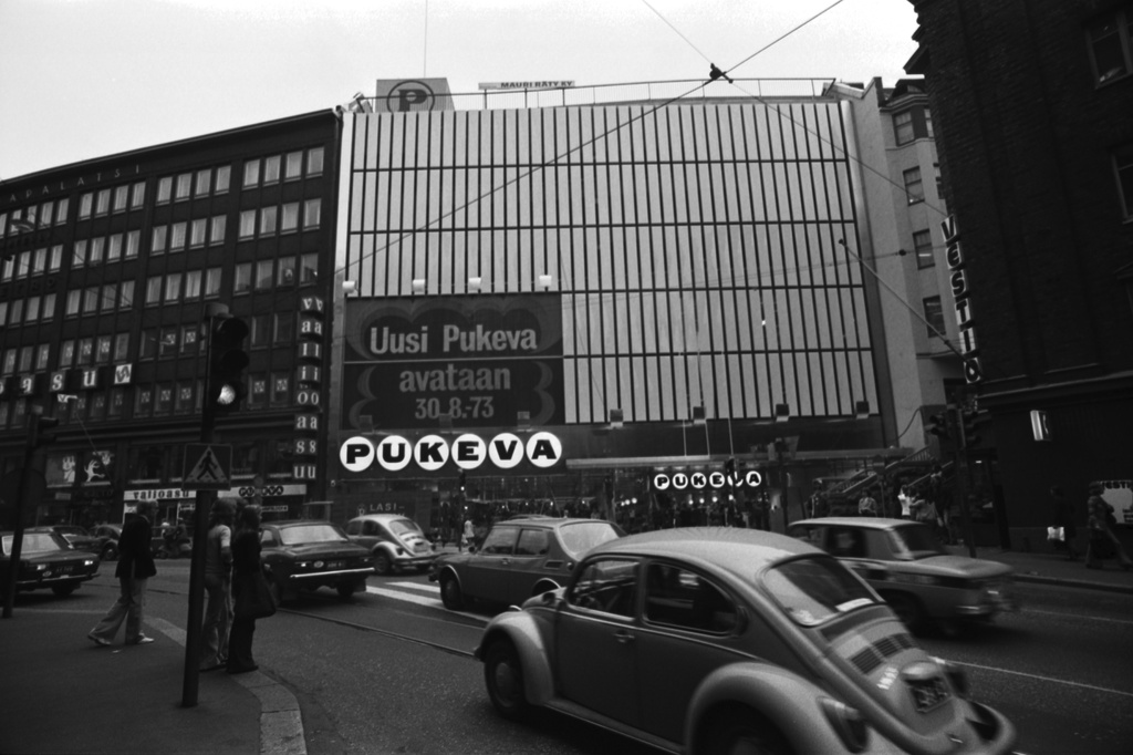 Kaisaniemenkatu 5. I dress the facade of the renovated warehouse from Kaisaniemenkadu, after the extension section has been completed. Text on the wall: New Clothing will be opened on 30.8.1973.