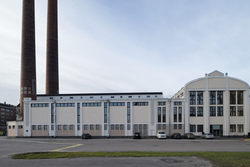 Summer Gulf power plant area, Kiinteistö Oy Kaapelitalo. Power plant or nk. Boiler/turbine hall from the east to the west. The buildings of the Suvilahti energy production area are designed by Selim a. Lindqvist.