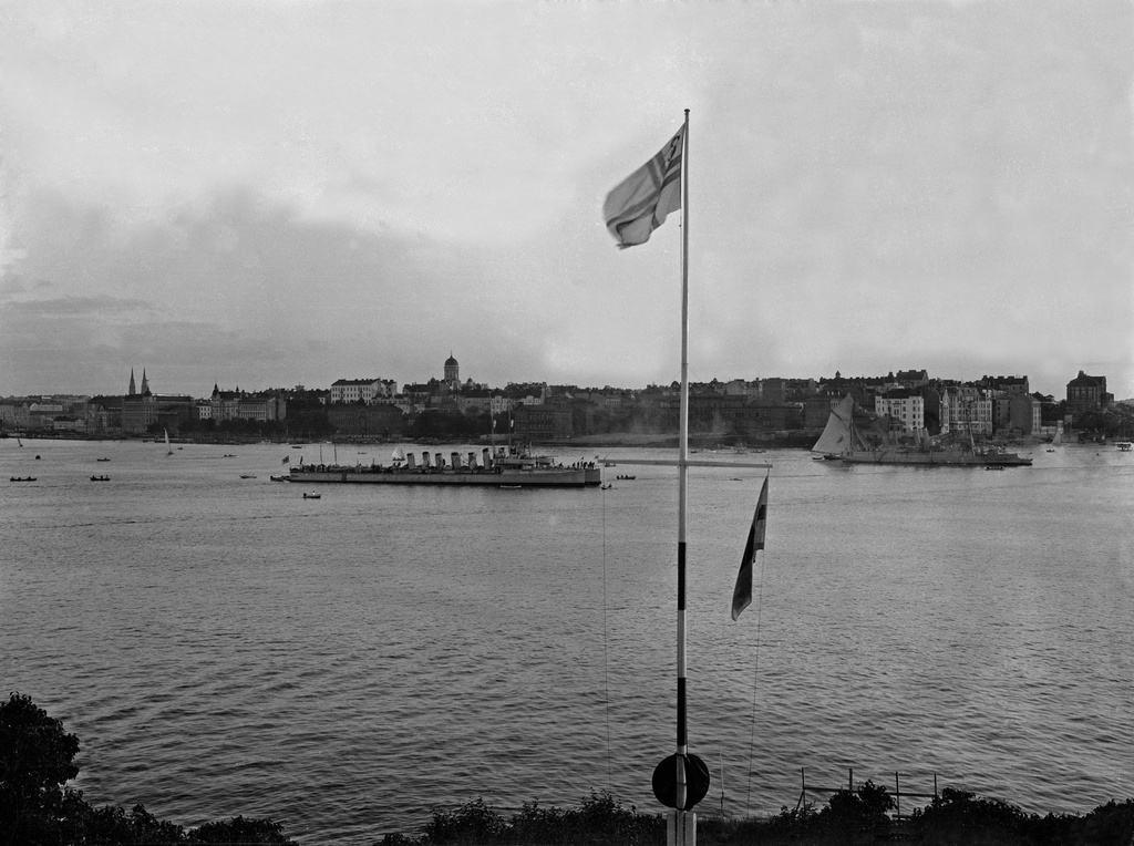 View of Signs (one. Part of the port of Sompasaare). In front of the SPS flag. On the back of the sea S-series torpedo boat.