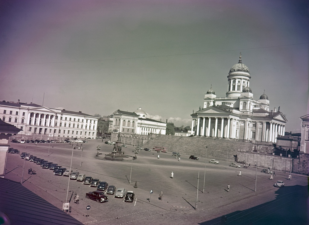 The Senate. The Great Church (Helsing Judicial Church) and the main building of the University of Helsinki and the library of the University of Helsinki..