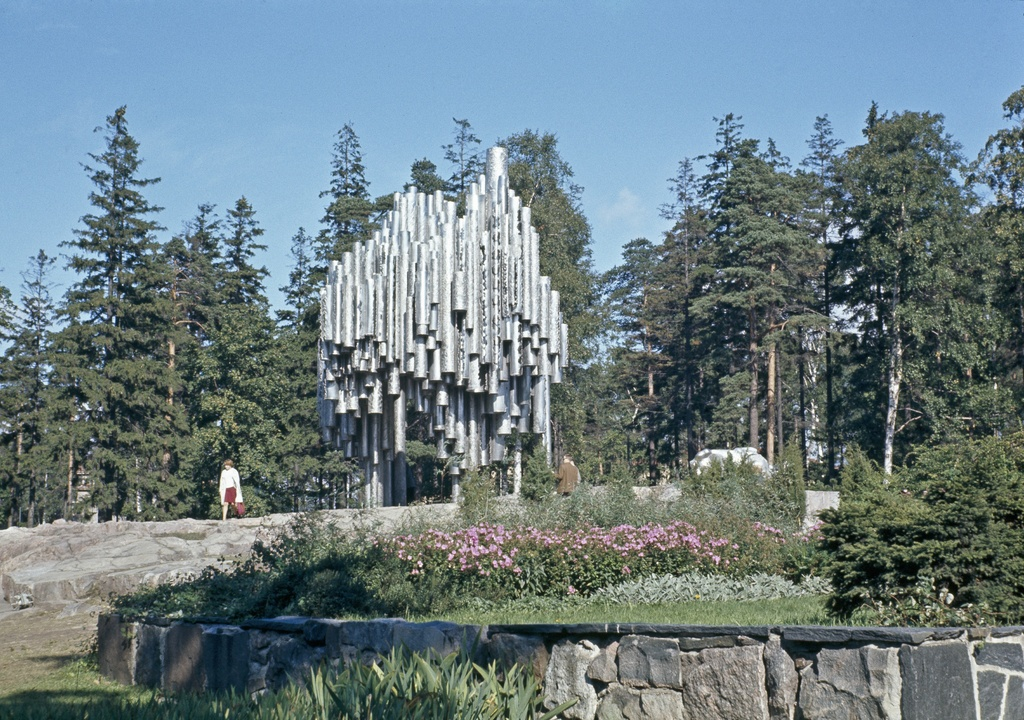 Sibelius Park, Sibelius monument and audience.