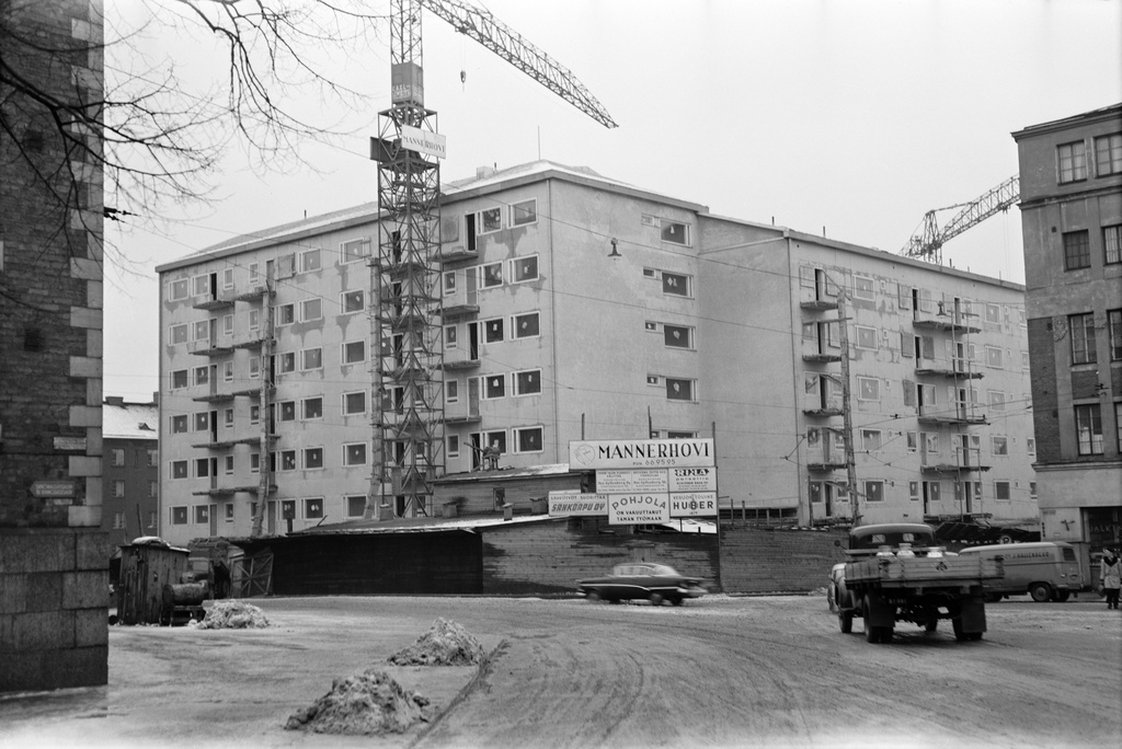 Apartment building Five line 8 (Porthaninkatu 11) with structures, contractor Building office a. Mannerhovi. On the left Kallio Library, on the right Five Line 10.