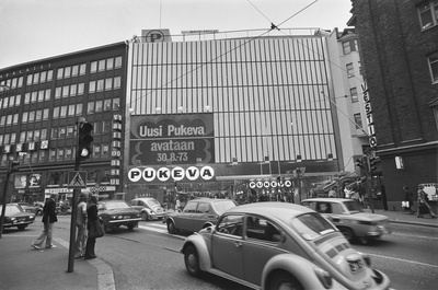 Kaisaniemenkatu 5. I dress the facade of the renovated warehouse from Kaisaniemenkadu, after the extension section has been completed. Text on the wall: New Clothing will be opened on 30.8.1973.  duplicate photo
