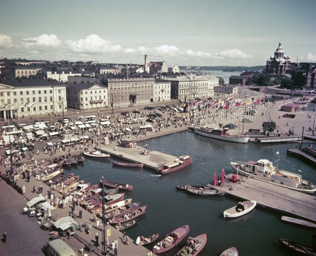 View of the Kauppator and the Kolera Bay from the roof of the Industrial House during the Olympics in Helsinki in 1952. Behind the North Planet 1, 3, 5, 7, 9 and 11-13.